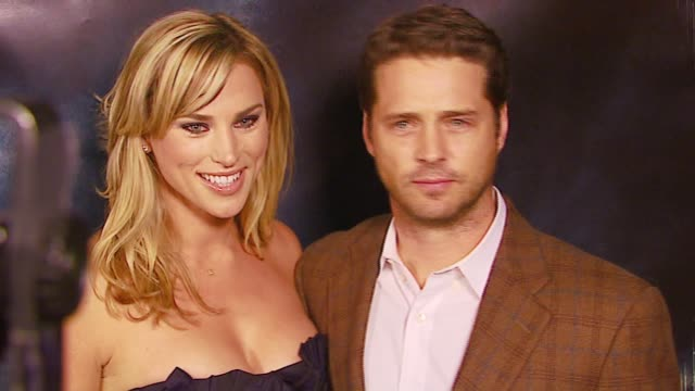 jason priestley and wife naomi at the 'flags of our fathers' los angeles premiere at academy of motion picture arts & sciences in los angeles,... - academy of motion picture arts and sciences stock-videos und b-roll-filmmaterial