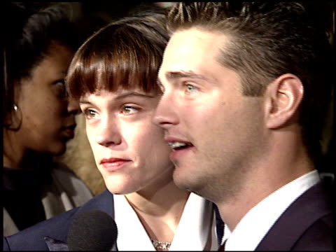 stockvideo's en b-roll-footage met jason priestley at the 'sunset boulevard' premiere at shubert theater in century city california on november 30 1993 - 1993