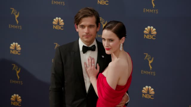 vídeos de stock, filmes e b-roll de jason ralph and rachel brosnahan at the 70th emmy awards arrivals at microsoft theater on september 17 2018 in los angeles california - 70th annual primetime emmy awards