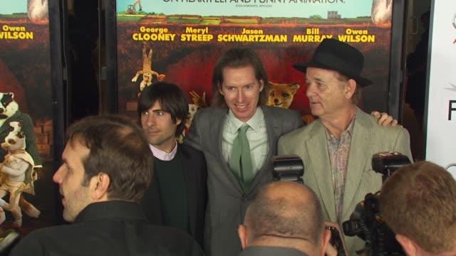 vídeos y material grabado en eventos de stock de jason schwartzman wes anderson bill murray at the afi fest 2009 'fantastic mr fox' premiere at hollywood ca - instituto cinematográfico americano