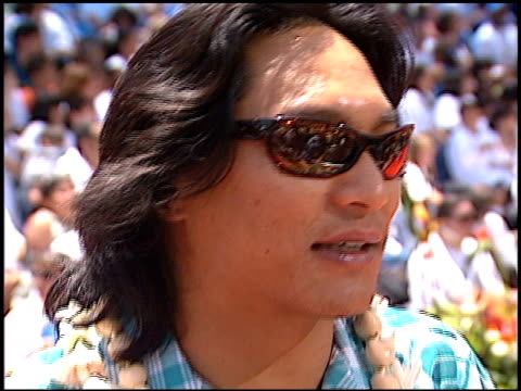 jason scott lee at the 'lilo and stitch' premiere at the el capitan theatre in hollywood california on june 16 2002 - el capitan theatre stock videos & royalty-free footage