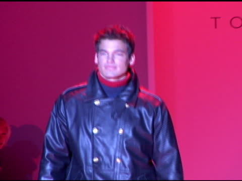 vídeos de stock e filmes b-roll de jason shaw, modeling black leather coat, walking on catwalk, runway at mercedes benz fashion week tent. - 2002