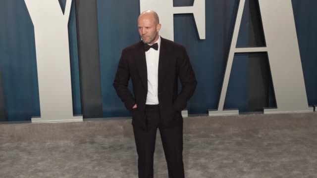 vídeos de stock e filmes b-roll de jason statham at vanity fair oscar party at wallis annenberg center for the performing arts on february 9, 2020 in beverly hills, california. - vanity fair oscar party