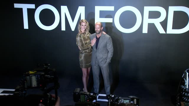 stockvideo's en b-roll-footage met jason statham rosie huntingtonwhiteley at tom ford presents his autumn/winter 2015 womenswear collection at milk studios on february 20 2015 in los... - dameskleding