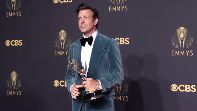 jason sudeikis, winner of outstanding lead actor in a comedy series for 'ted lasso', poses in the press room during the 73rd primetime emmy awards at... - emmy awards stock videos & royalty-free footage