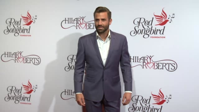 vídeos y material grabado en eventos de stock de jason wahler at hilary roberts birthday & the red songbird foundation launch at the beverly hilton hotel on may 11, 2019 in beverly hills, california. - the beverly hilton hotel