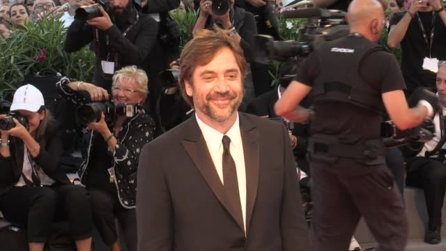 javier bardem and darren aronofsky on the red carpet of mother at 2017 venice film festival venice italy 5th september 2017 - javier bardem stock videos and b-roll footage