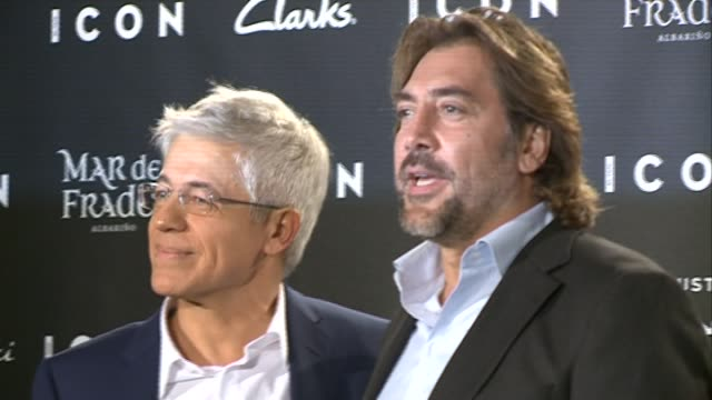 javier bardem and juan carlos corazza attend fashion 'icon awards men of the year' - javier bardem stock videos and b-roll footage
