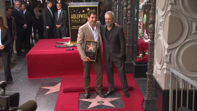 stockvideo's en b-roll-footage met javier bardem and sam mendes at javier bardem honored with star on the hollywood walk of fame in hollywood ca on 11/8/12 - sam mendes