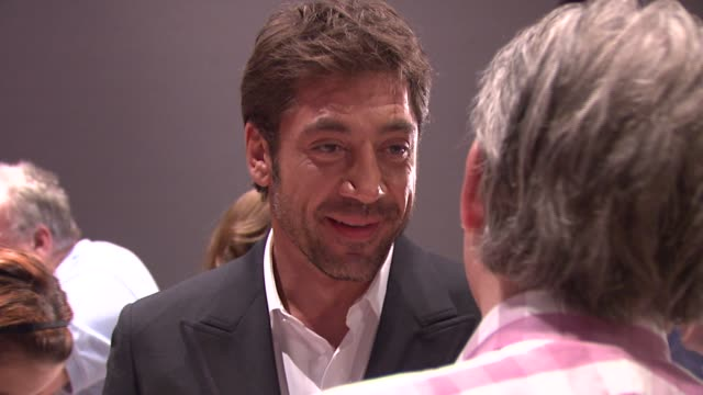 javier bardem at the 'no country for old men' new york premiere at frederick p rose hall in new york new york on october 6 2007 - javier bardem stock-videos und b-roll-filmmaterial