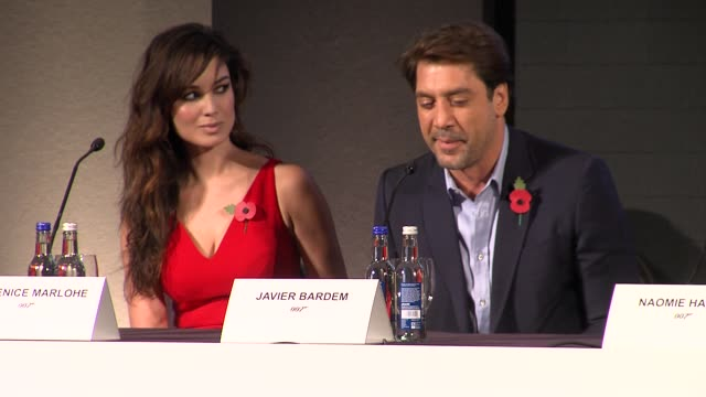 vídeos de stock, filmes e b-roll de javier bardem on watching bond as a kid at the bond 23 launch press conference skyfall at london england - james bond trabalho conhecido