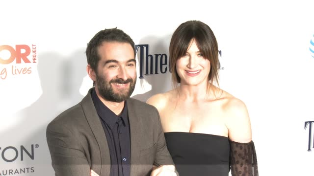 jay duplass, kathryn hahn at the trevor project's 2016 trevorlive in los angeles, ca 12/4/16 - キャスリン ハーン点の映像素材/bロール