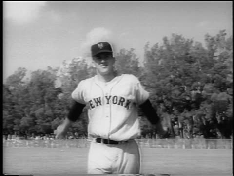 jay hook in ny mets uniform pitching at spring training / newsreel - einzelner mann über 30 stock-videos und b-roll-filmmaterial