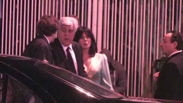vídeos y material grabado en eventos de stock de jay leno arrives at the 2012 vanity fair oscar party in west hollywood ca 02/26/12 - oscar party