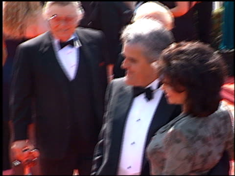 jay leno at the 1998 emmy awards at the shrine auditorium in los angeles, california on september 13, 1998. - tv司会 ジェイ・レノ点の映像素材/bロール