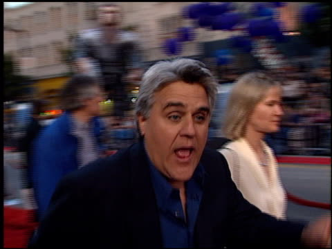 jay leno at the 'battlefield earth' premiere at grauman's chinese theatre in hollywood, california on may 10, 2000. - tv司会 ジェイ・レノ点の映像素材/bロール