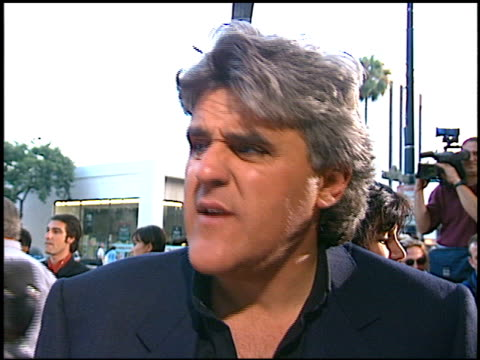 jay leno at the 'courage under fire' premiere at academy theater in beverly hills, california on july 8, 1996. - tv司会 ジェイ・レノ点の映像素材/bロール