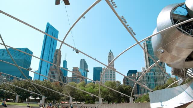 jay pritzker pavillion. millenium park, grant park, chicago - グラントパーク点の映像素材/bロール