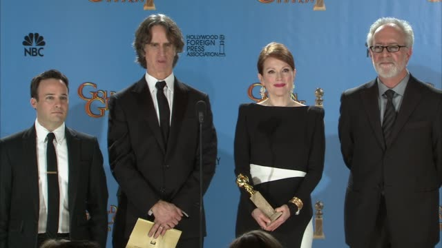 jay roach, gary goetzman, danny strong, steven shareshian, julianne moore on what's next that they're working on. at 70th annual golden globe awards... - ジュリアン・ムーア点の映像素材/bロール