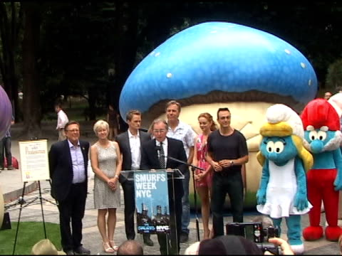 jayma mays attends a rally at smurf village in central park in new york 07/25/11 - jayma mays stock videos and b-roll footage