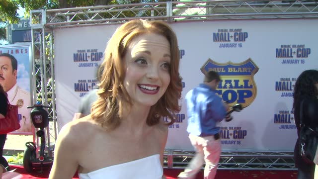 jayma mays on how great it was shooting in boston and how this comedy is different from others out there at the 'paul blart mall cop' premiere at los... - jayma mays stock videos and b-roll footage