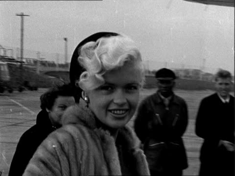 jayne mansfield departs london airport; england: london airport : ext jayne mansfield along smiling / mansfield up plane steps, turns to wave and... - arts culture and entertainment stock videos & royalty-free footage