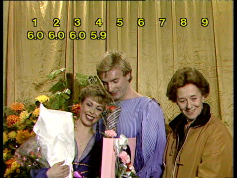 jayne torvill and christopher dean watch with coach betty calloway as scores for artistic impression come in for their performance of 'bolero'... - contea di nottingham video stock e b–roll