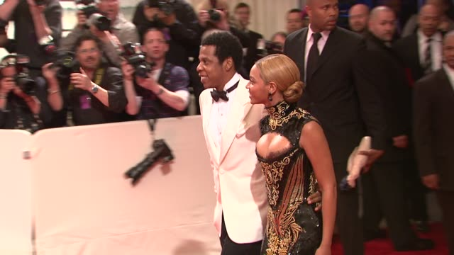 jayz and beyonce at the 'alexander mcqueen savage beauty' costume institute gala at the metropolitan museum of art at new york ny - beyoncé knowles stock videos & royalty-free footage