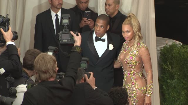 jayz beyonce at china through the looking glass costume institute benefit gala arrivals at metropolitan museum of art on may 04 2015 in new york city - beyoncé knowles stock videos & royalty-free footage