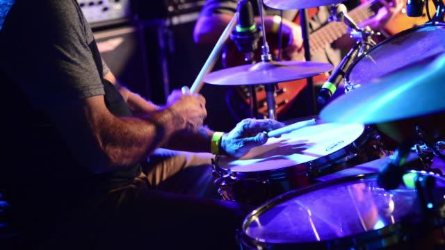 vídeos y material grabado en eventos de stock de jazz drummer - tiempo real grabación