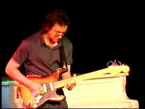 vidéos et rushes de jazz guitarist wayne krantz performing, great britain - guitariste