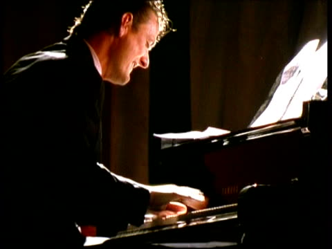 vídeos de stock e filmes b-roll de jazz pianist marian petrescu performing, france - piano