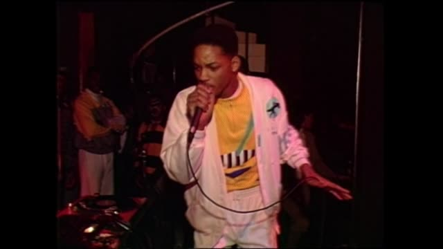 stockvideo's en b-roll-footage met jazzy jeff the fresh prince performance at the he's the rapper i'm the dj release party - hiphop