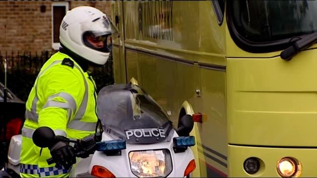 day two tulse hill buses parked outside 21 scotia road - jean charles de menezes bildbanksvideor och videomaterial från bakom kulisserna