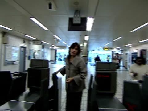 metropolitan police found guilty in health and safety trial **reconstruction** man passing through ticket barrier at stockwell station ends reporter... - ストックウェル点の映像素材/bロール