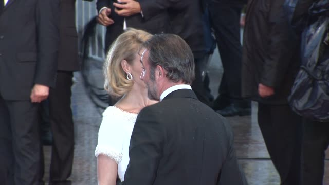 vídeos de stock, filmes e b-roll de jean dujardin & alexandra lamy at closing ceremony & therese desqueyroux premiere: 65th cannes film festival at lumiere on may 27, 2012 in cannes,... - jean dujardin