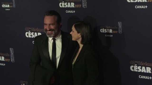 vídeos de stock, filmes e b-roll de jean dujardin and wife nathalie pechalat at the photocall of the 2017 cesar film award ceremony in paris on february 24, 2017 in paris, france. - jean dujardin