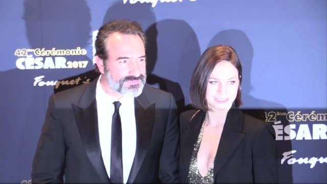 vídeos de stock, filmes e b-roll de jean dujardin and wife nathalie pechalat go to cesar ceremony after diner at le fouquets and attend the photocall on february 24, 2017 in paris,... - jean dujardin