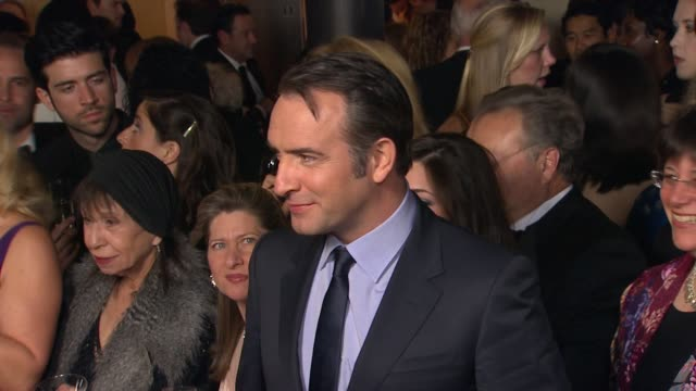 vídeos de stock, filmes e b-roll de jean dujardin at 64th annual dga awards - arrivals on 1/28/12 in los angeles, ca. - jean dujardin