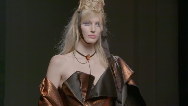 stockvideo's en b-roll-footage met jean paul gaultier haute couture on july 08, 2015 in paris, france. - 2015