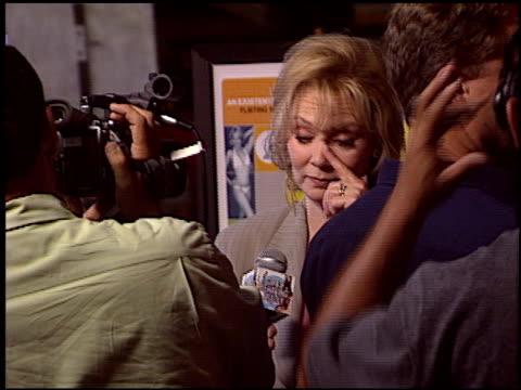 vídeos y material grabado en eventos de stock de jean smart at the 'i heart huckabees' premiere at the grove in los angeles california on september 22 2004 - the grove los angeles