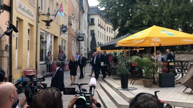 jeanclaude juncker and michel barnier arrive at le bouquet garni restaurant in luxembourg city ahead of a meeting with boris johnson boris johnson... - g8:s toppmöte bildbanksvideor och videomaterial från bakom kulisserna