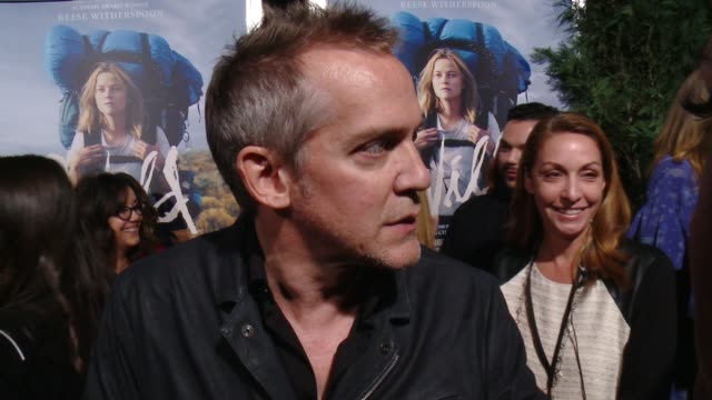 vídeos de stock e filmes b-roll de jean-marc vallée on the film's theatrical release, what makes the story so special, if he could ever imagine himself taking a similar journey, and... - academy of motion picture arts and sciences