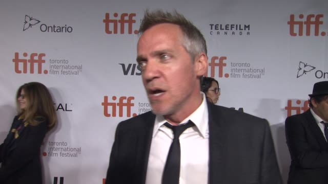 vídeos de stock, filmes e b-roll de jean-marc vallée on why he wanted to bring this story to the big screen and what about reese's performance in this film sets it apart from the rest... - festival de cinema de toronto