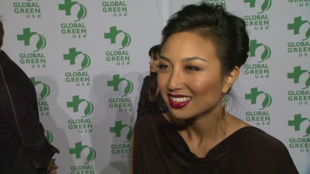 vídeos de stock, filmes e b-roll de jeannie mai on why she wanted to support global green what she does to live a greener life wanting to see the ecofriendly dresses and how she is... - oscar party