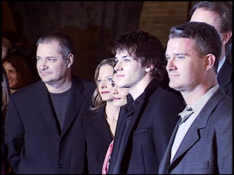 vídeos de stock, filmes e b-roll de jeanpierre jeunet at the 'a very long engagement' premiere at grauman's chinese theatre in hollywood california on november 10 2004 - um longo domingo de noivado