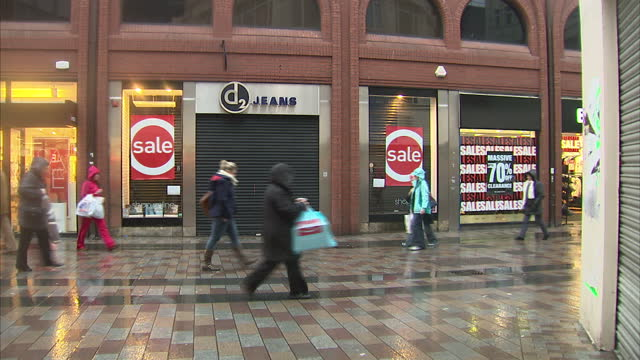 Jeans is another christmas casualty on the high street It's been confirmed that the UK wide retailer is to go into administration making 200 staff...