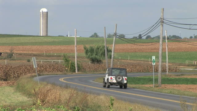 jeep in countryside farmland - lancaster county pennsylvania stock videos & royalty-free footage
