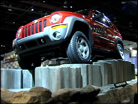 jeep liberty rocking back and forth on terrain simulator display 2002 jeep liberty on terrain simulator display at cobo hall on january 15, 2002 in... - exhibition stock videos & royalty-free footage