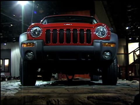 jeep logo on hood; to front end of jeep liberty on rocky terrain display / front quarter passenger side view / rear three-quarter passenger side view... - dreiviertelansicht stock-videos und b-roll-filmmaterial